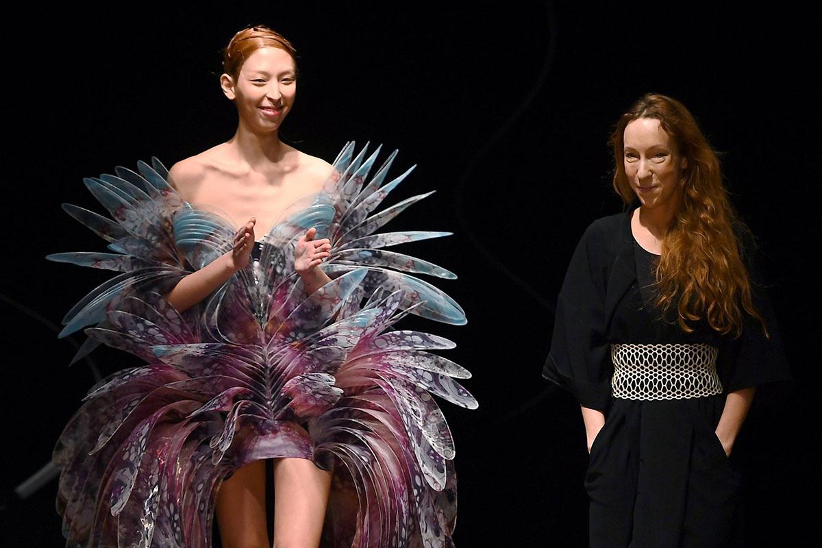 Η IRIS VAN HERPEN – Η Αρχιτέκτων της Μόδας.